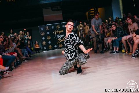 Танцевальный коллектив парней из болгарии стриптиз